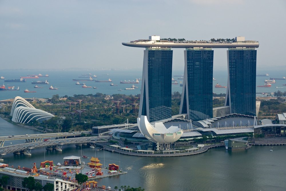 Marina Bay Sands Hotel (cc license, Uwe Schwarzbach)