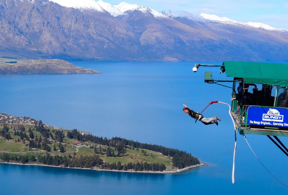 Bungee jump from the Ledge in Queenstown