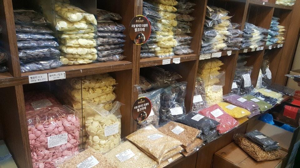 Packaged goods sitting on shelves at Bangsan Market in Seoul