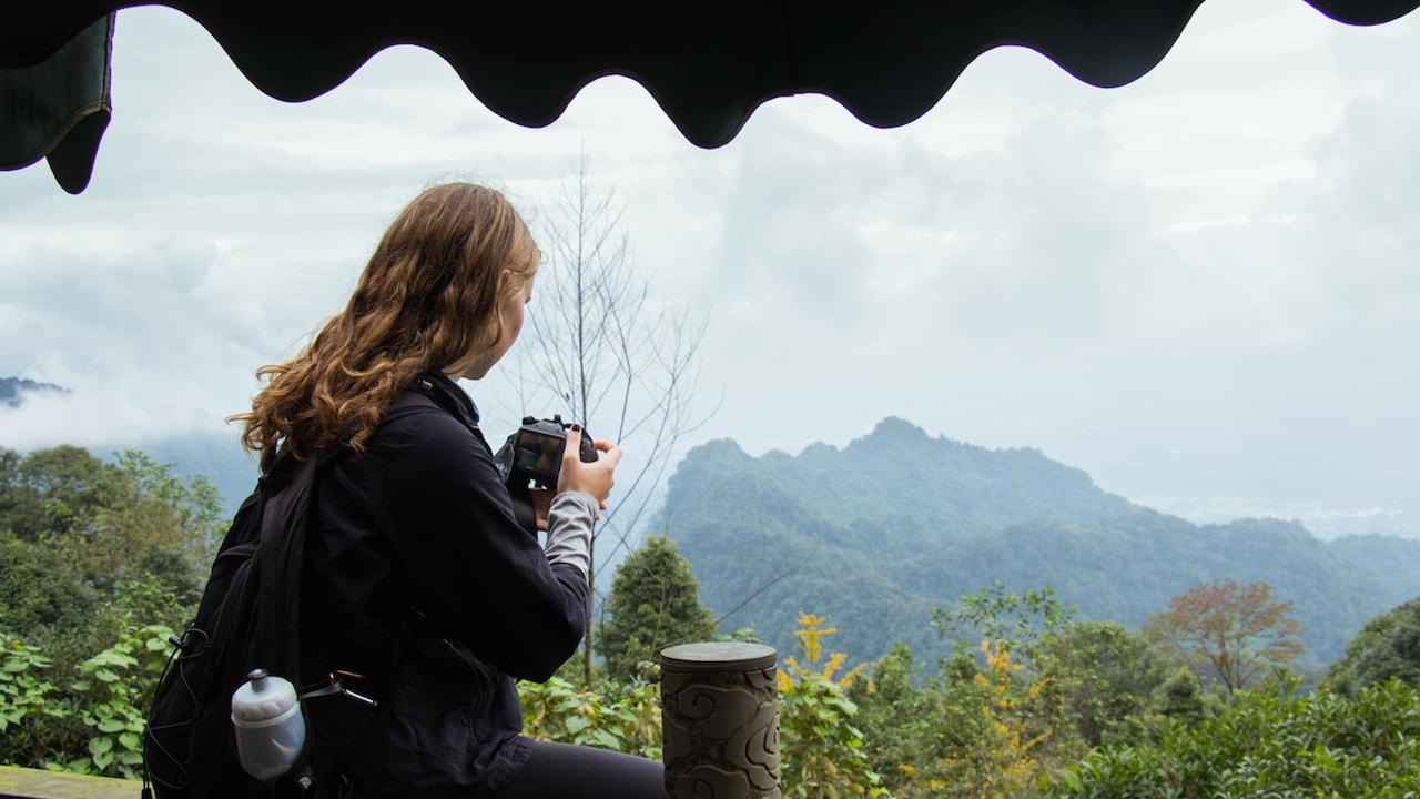TEAN student taking a photo at Qingcheng Mountain on the Chengdu Weekend