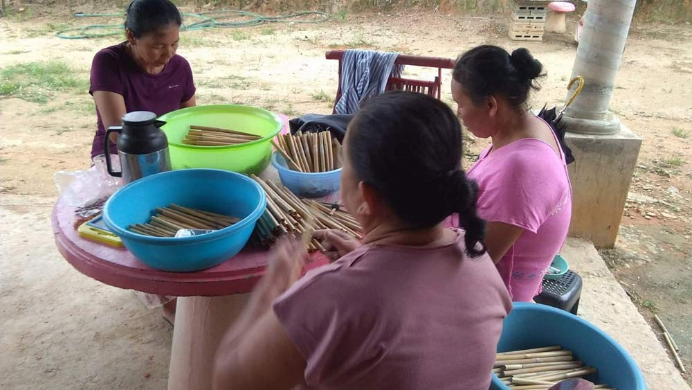 Making bamboo straws