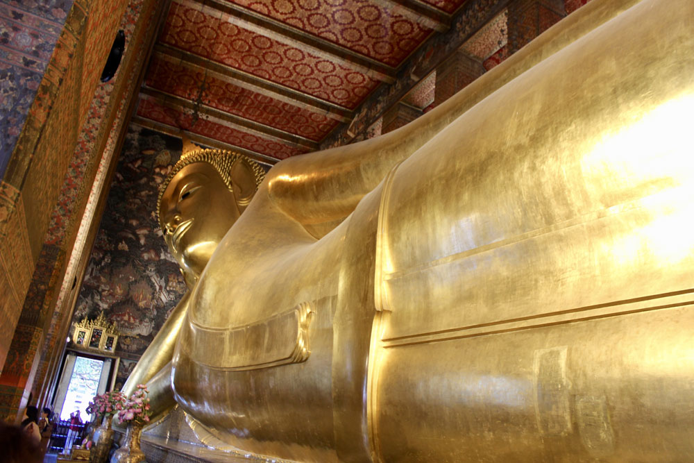 Reclining Buddha at War Pho
